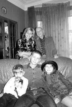 Игорь Шадхан, его жена Наталья и дети: Илья - старший, Даша и Матвей. С.-Петербург, 2007 г.
