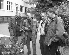 На фото (слева направо): художник Олег Крошкин, Игорь Шадхан, искусствовед Михаил Казиник, скульптор Валерий Могучий. Витебск, 2007 г.